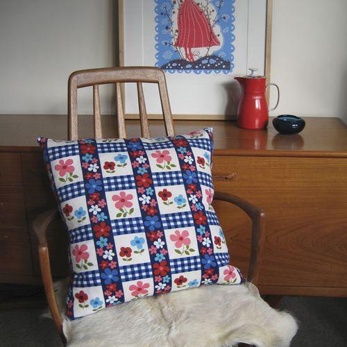 Hansel-vintage-cushion